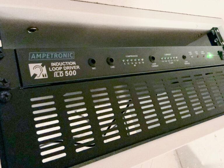 Ampetronic ILD500 slingförstärkare som ger en ren och jämnstark signal till hla slinga. Klara av ett dynamiskt ljudmaterial.
