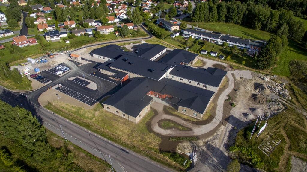 Drönarbild på Näsullens äldreboende där Gävle Ljud har installerat en ny ljudanläggning.