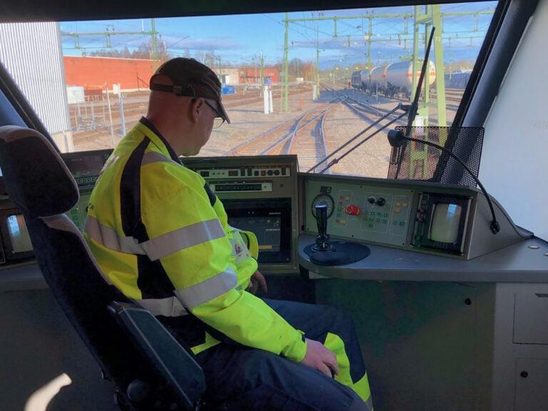 Uppspelning av ljud från förarhytten på X-tåget. Inför mätning av befintlig slinga. Håkan Jarl, Fleet Manager.