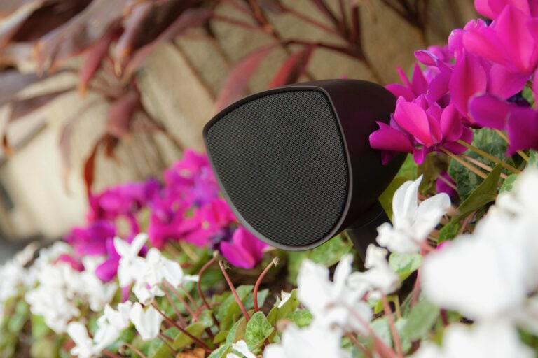 Ljud som inte syns. Seasons Acoustics skapar ett omringande ljud i din trädgård.