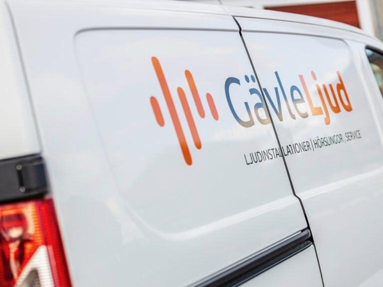 Gävle Ljud installerar ljud i ICAs butik i Hofors.