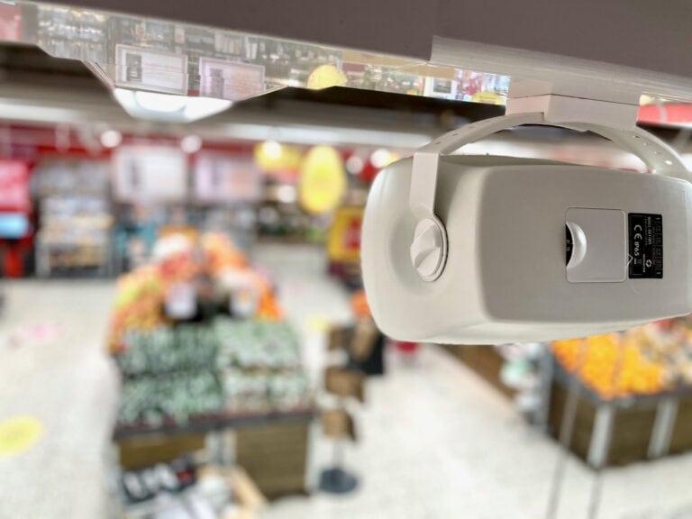 Butiksljud med högtalare som enkelt monterades och gav bra spridning till varje avdelning.